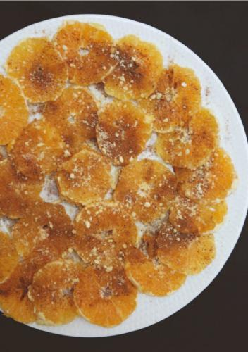 ORANGE WITH CINNAMON AND POWDERED SUGAR